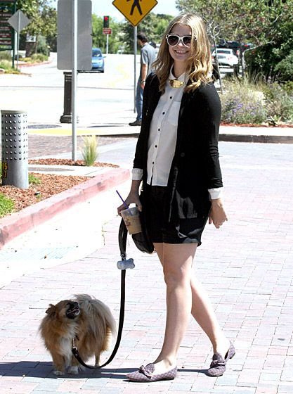 Mischa Barton She may have played an Orange County princess on The O.C., but Mischa Barton has no problem walking her beloved dog Ziggy.   Read more: http://www.usmagazine.com/celebrity-news/pictures/celebs-with-their-pets-20131211/33832#ixzz2kiDjAvvd  Follow us: @Us Weekly on Twitter | usweekly on Facebook