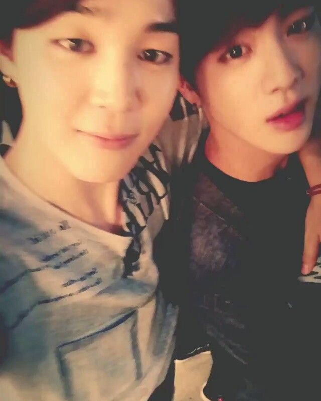 "«150830 Twitter Update - Trans:"" Chim is a great guy, jin is ugly #jimin #jin"" (Jimin: One ugly guy, one good looking guy) - #방탄소년단 #Jin #진 #Suga #슈가…»"