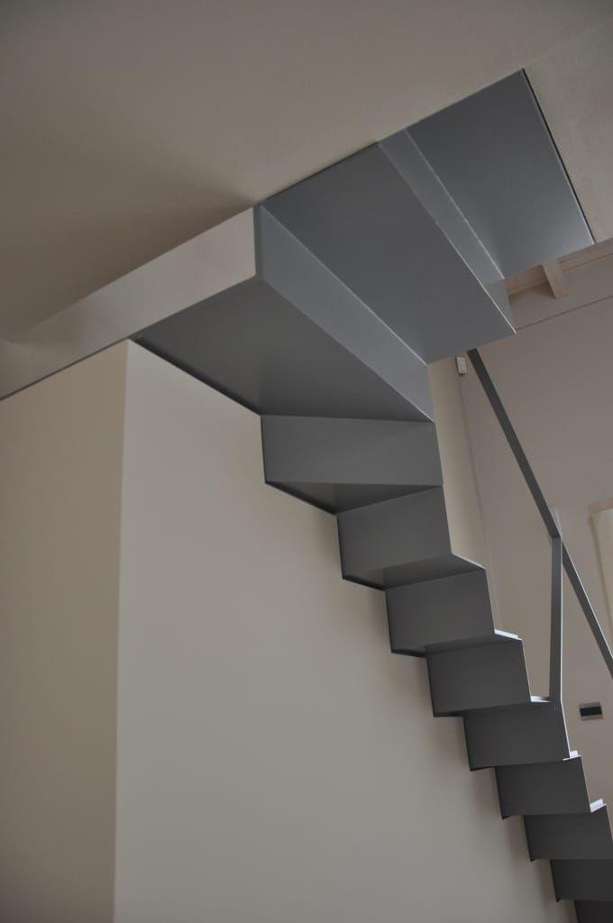 Sfoglia le immagini di Ingresso, Corridoio & Scale in stile in stile Moderno di casa ELE. Lasciati ispirare dalle nostre immagini per trovare l'idea perfetta per la tua casa.