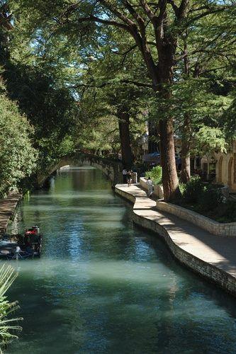 River Walk, San Antonio, Texas, USA (333×500)