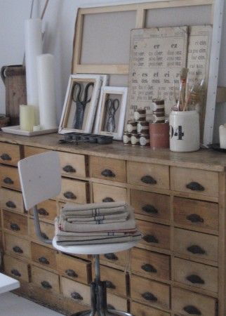 another card catalog...little wider drawers, which is what i need. The source is in french :)