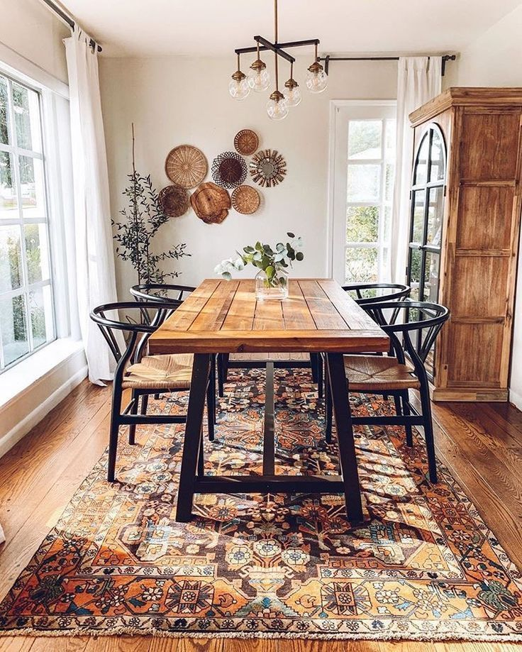 A Mixture Of Modern Bohemian And Industrial Style Of The Middle Of The Century House And Apar Industrial Interior Style Dining Room Decor Dining Room Table