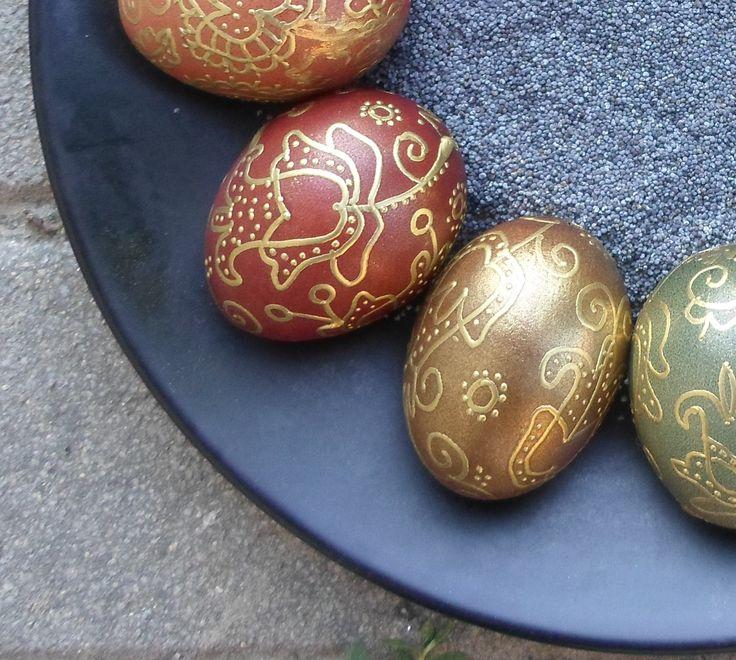 Általam készített hagyományos aranyírott,  hímestojások. Színük növényi festőléből készítettem fotó: saját magam