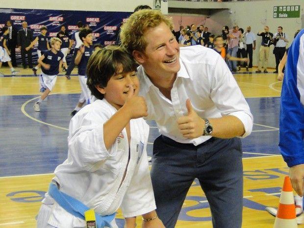 Príncipe Harry se encontra com atletas mirins em Belo Horizonte.  (Foto: Raquel Freitas/ G1)