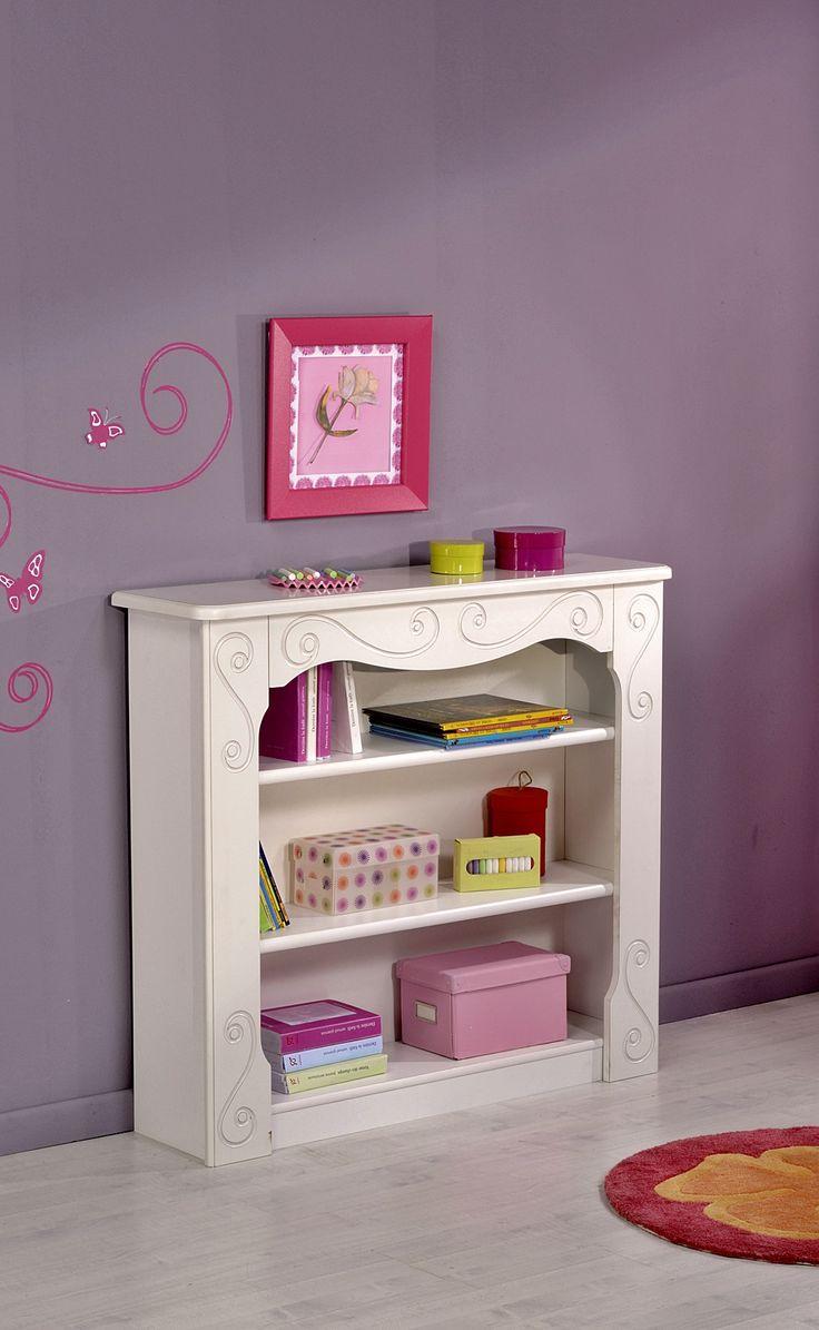 Bücherregal Anna Dieses anmutende weiße Bücherregal Anna bringt einen Hauch von Nostalgie ins Kinderzimmer. Die sauberen Holzfräsungen und die fein abgerundeten Enden der Bordüre... #kinder #kinderzimmer #buecherregal