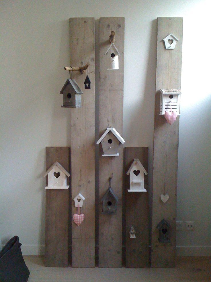 Bird houses, mais aussi l'assemblage de planches pour un porte-manteau