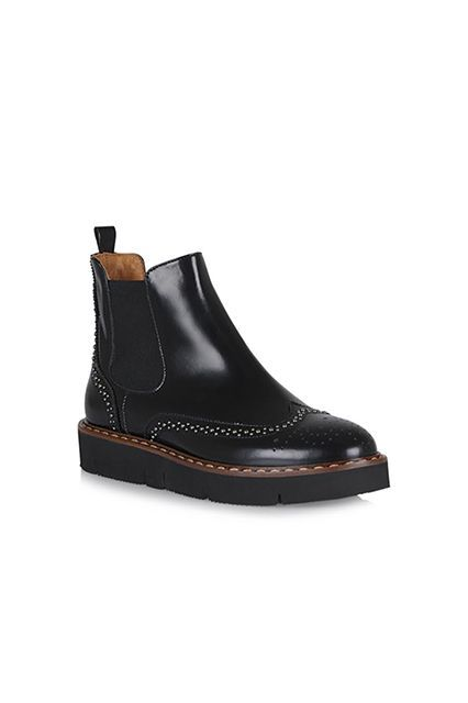10 Hybrid Shoes You Didn't Know You Needed #refinery29  http://www.refinery29.com/hybrid-sneaker-shoes#slide-8  The Oxford-Flatform-Chelsea BootWhy get the classic black Chelsea boot when you can get the upgrade flatworm version with a playful Oxford detail? ...