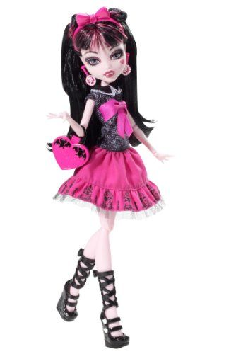 Monster High Picture Day Draculaura Doll  this doll on top of the cake
