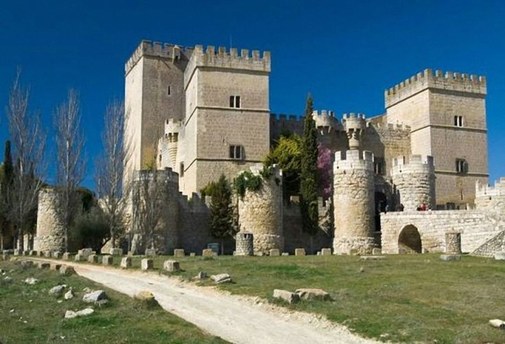 CASTLES OF SPAIN - Castle of Ampudia, Palencia. Gothic fortress, built in the 15th century by the descendants to Pedro García Herrera, major-general of Castile. Don Pedro de Ayala, the Count of Salvatierra, was one of the owners of the castle. He fought in favour of the comunera cause in the battle of Ampudia, which confronted the followers of the emperor Carlos V and the troops of the Acuña Bishop.
