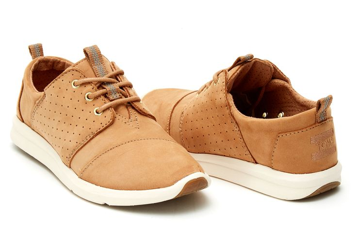 Designed in textured leather, this Del Rey a must-have for sneaker connoisseurs who love style and comfort.