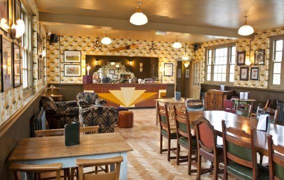 The Cosy Club ~ Stamford #bradburywallpaper
