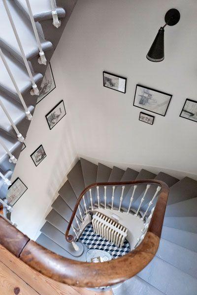 escalier bois et gris