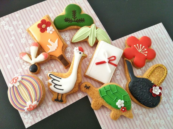 Japanese cookies - auspicious symbols for the new year http://c-bonbon.blogspot.jp/2012/12/new-years-cookies.html?m=1