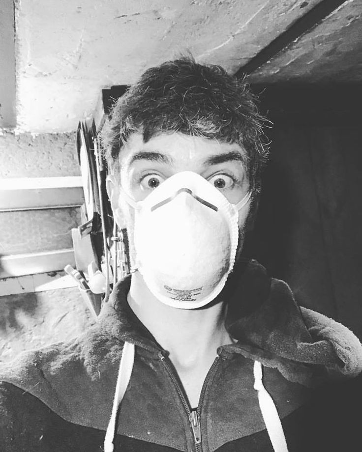 "Julien Sabaud: ""Work in progress 😑😷#windows #hardwork #wood #workworkwork #dust #cave #blackandwhite #sanddown leave your #mask 😂😝#saintdenis - In Saint-Denis, Paris suburbs - November 10, 2017"
