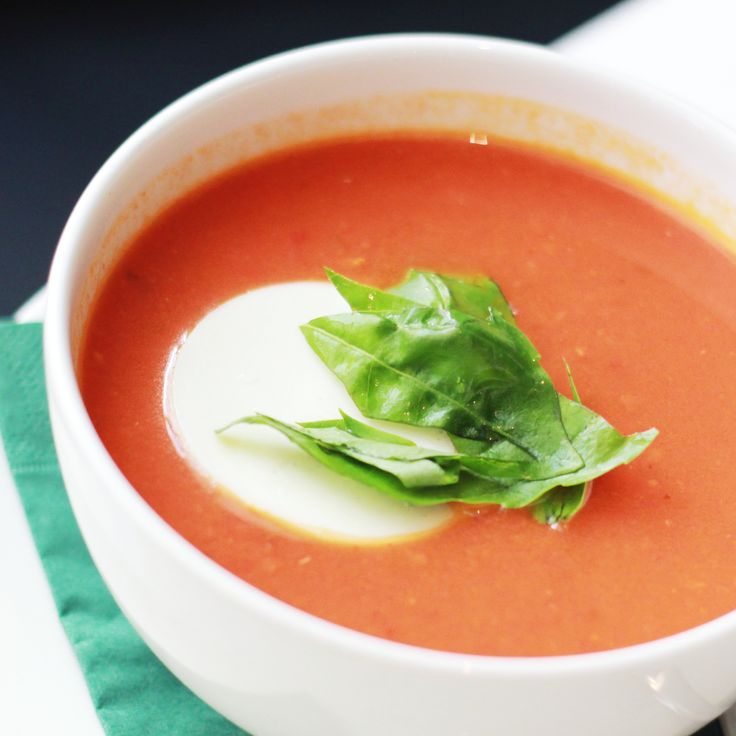 Tomatová s mozzarellou #soupinthecity #fusionhotel www.soupinthecity.cz