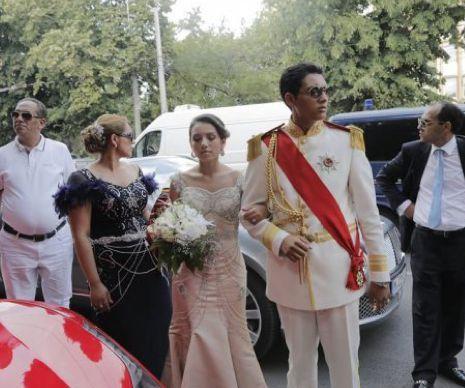 """Clanul Cârpaci a închis o stradă ca să se nuntească: nepotul """"Ministrului de Finanțe"""" s-a îmbrăcat în ofițer și s-a căsătorit cu fiica """"ȘerifuluI""""   GALERIE FOTO"""