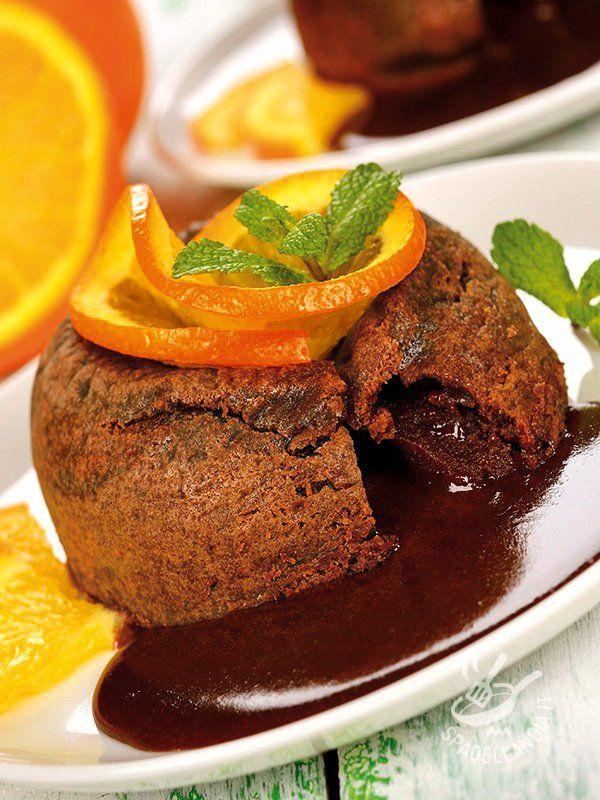 Cercate la ricetta che faccia da ciliegina sulla torta per una cenetta speciale e romantica? Ecco a voi il Cuore morbido di cioccolato all'arancia...