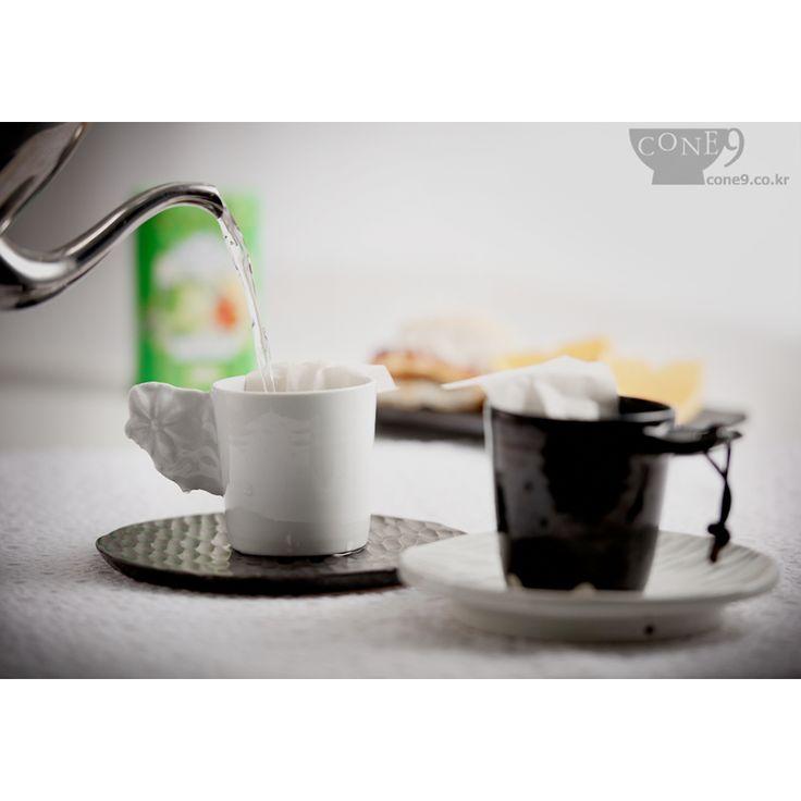 small cups by Seong-il Hong / #홍성일 #콘나인 #노산도방 #도자기 #컵 #cone9 #NosanPotterystudio
