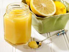 Μια πανεύκολη συνταγή για μια υπέροχη βουτυρόκρεμα λεμονιού, με 4 μόνο υλικά, έτοιμη σε 20 λ για να τη χρησιμοποιήσετε στις τάρτες και τα γλυκά σας, ή για