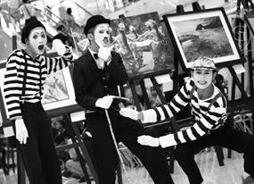 keep smile :)  please follow my IG : @gugukmeong13  #Pantomime #mime #street #surabaya #indonesia