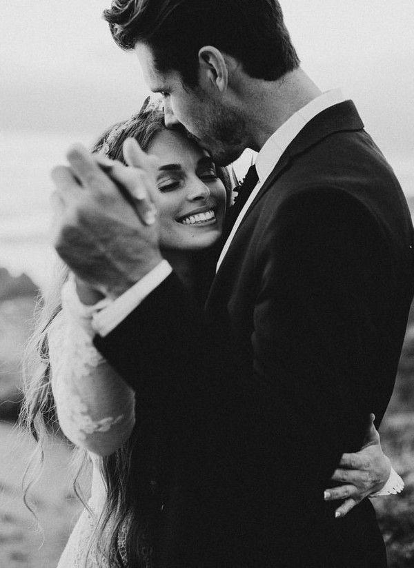 30 Elegant Black And White Wedding Photography Ideas Wedding Photography Slow Dance White Wedding