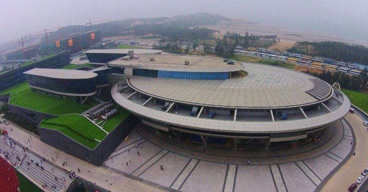 """Fã de """"Star Trek"""" constrói prédio com formato da nave Enterprise - Fotos - UOL Notícias"""
