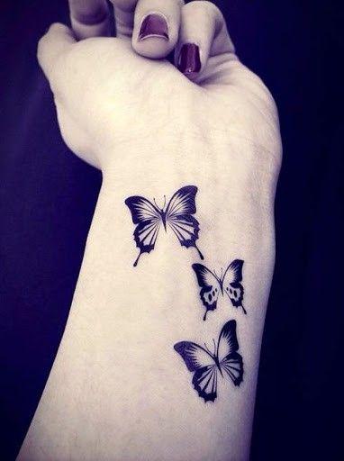 Papillons sur le poignet : tatouage simple et léger dans 20 superbes idées de tatouage de papillon