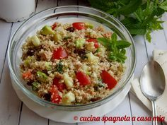 L'insalata fredda di bulgur (o burghul): una versione facile e gustosa del famoso tabbouleh (o tabulè) con tonno, verdure e avocado.