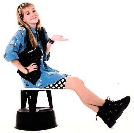Clarissa: 90s fashion Icon sportin' the classic denim button up.