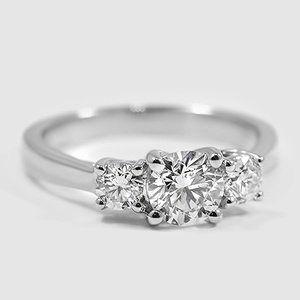 Petite Three Stone Trellis Diamant-Verlobungsring mit drei Steinen – Platin (Einstellungspreis)