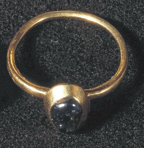 Ring med amethyst - fra Ribe. (Nationalmuseet)