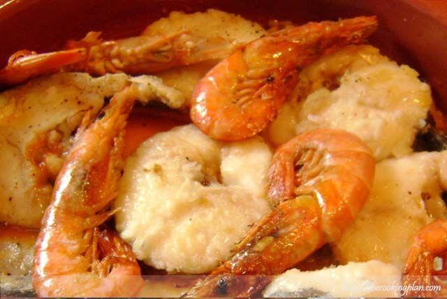 ASTURIAS STYLE HAKE IN A SIDRA SAUCE  [ Merluza a la sidra ]  Son muchísimas las recetas de merluza que hay y son todas exquisitas. Ésta es una receta asturiana elaborada con merluza del pincho (pescada con técnica de pincho o caña)...