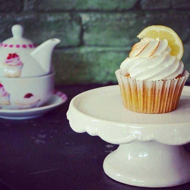 Μεταμορφώσαμε την αγαπημένη μας lemon pie σε cupcake! Σας περιμένουμε να το δοκιμάσετε.