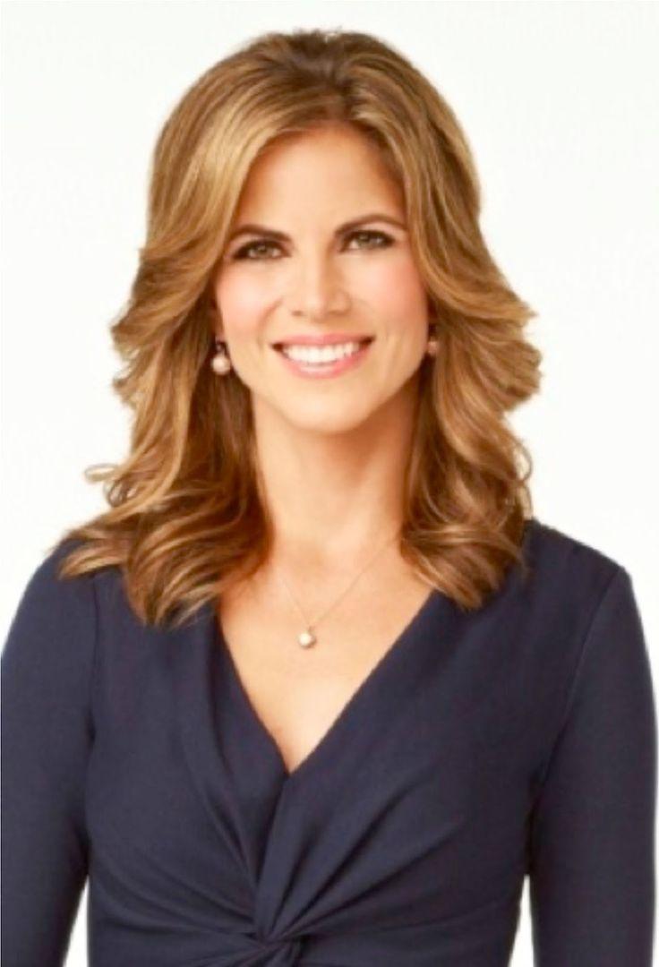 presentador de noticias con pelo corto rubio | women | hair
