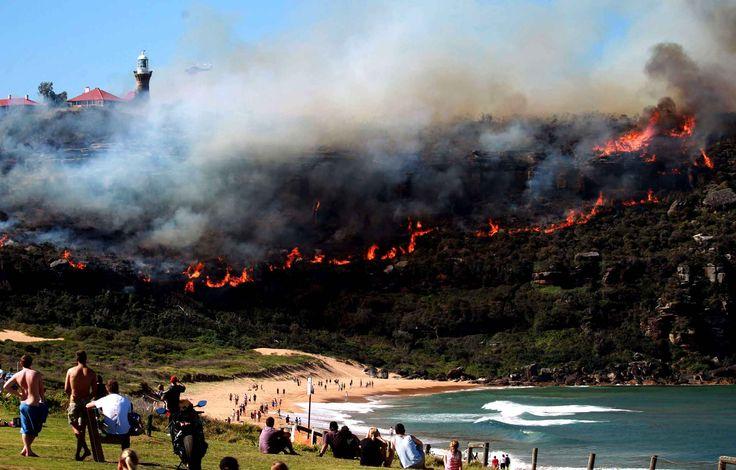 Le 28 septembre, un feu deforêt àPalm Beach enNouvelle-Galles du Sud est passé tout près du phare historique deBarrenjoey.