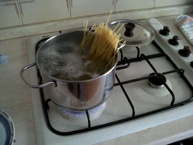 cooking spaghetti @marcobellantone