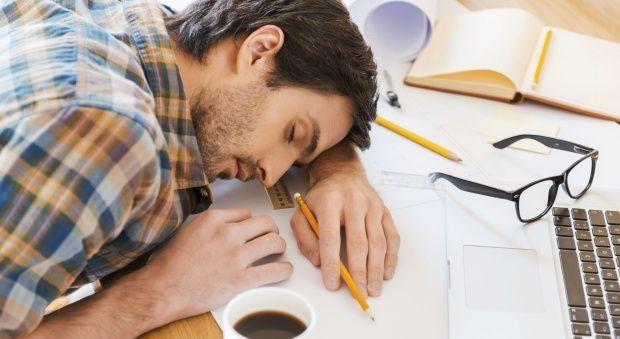 Γιατί είμαστε συνέχεια κουρασμένοι;
