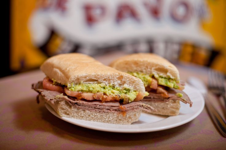 Sandwich de roast beef con tomate y palta… Bien casero y lleno de sabor, como los de tu abuelita :)