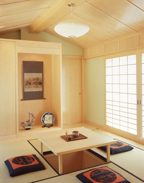 dining room with tatami mats and recessable table