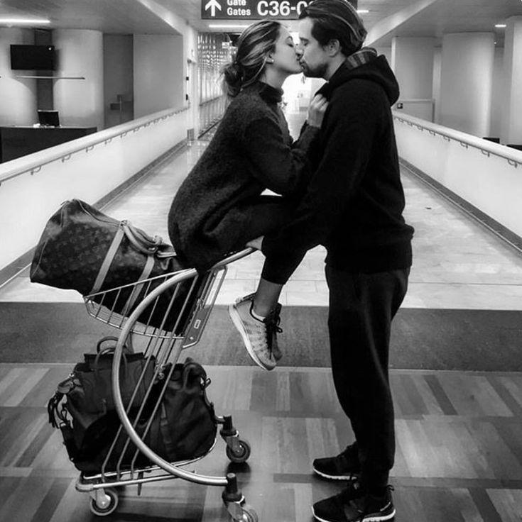Картинки девушка встречает парня в аэропорту