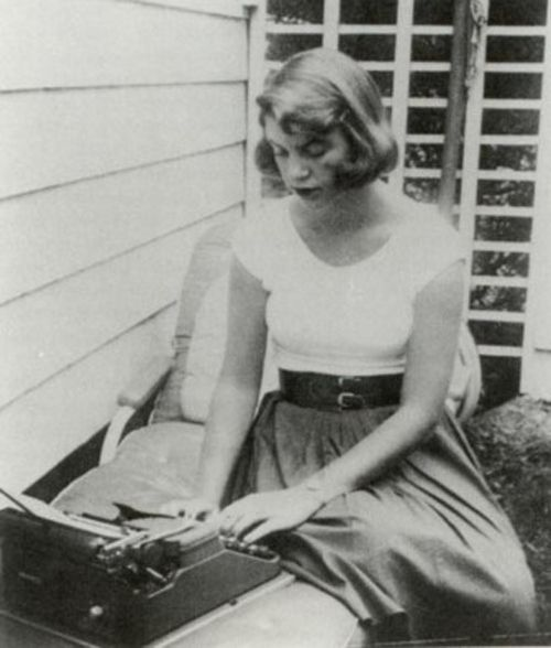 ÜNLÜ ROMANLAR HANGİ DAKTİLOLAR İLE YAZILDI? - Fotoğraf   Eskimeyen Kitaplar  #SylviaPlath #literature #typewriter