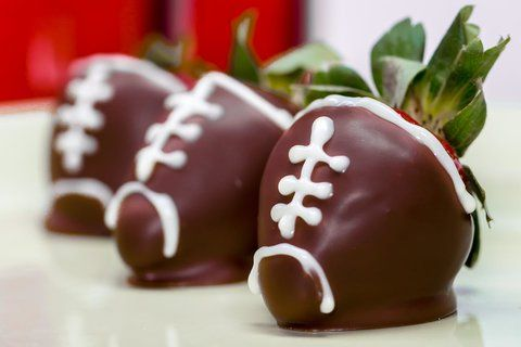 How to Make Adorable Chocolate-Covered Strawberry Footballs