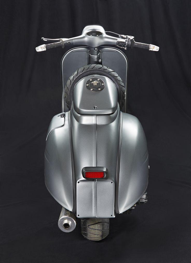 <h1>Custom Vespa GL 150</h1> <p>Vespa Umbau Projekt auf Basis einer originalen GL 150, mit Superlow Fahrwerk, vollhydraulischer Scheibenbremse und PX 200 Newline Motor.</p>