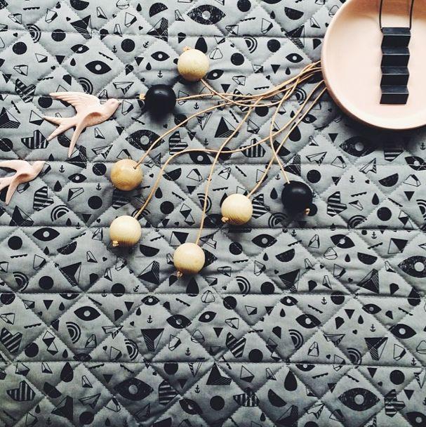 Sengetæppe fra Kristina Dam Studio - Tinga Tango Photo: Stine Albertsen #casalinga#liebe#vitsø#bywirth#kristinadamstudio#dekoration#smykker#stentøj#porcelæn#træ#nordic#designbutik#sengetæppe