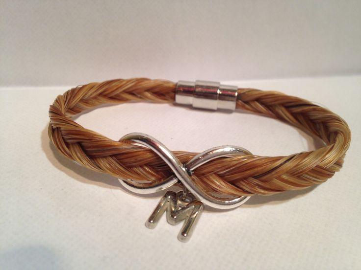 bracelet en crins de cheval avec signe infini, lettre et fermoir aimant : Bracelet par creations-crins