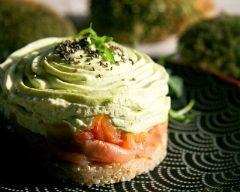 Timbale de saumon fumé au quinoa et wasabi