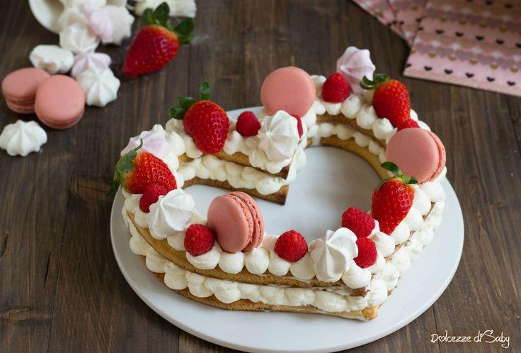 La cream tart cuore é una torta di frolla morbida farcita con della crema al mascarpone e decorata con frutta, biscotti e fiori. La novitá del momento