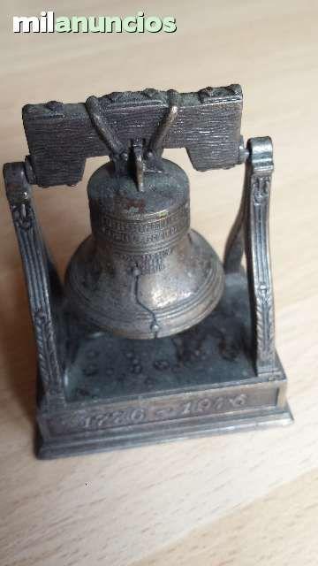 Vendo antiguo afilador de lápices de la marca Playme. Campana. Anuncio y más fotos aquí: http://www.milanuncios.com/miniaturas-de-coleccion/antigua-mini-campana-de-playme-139598899.htm