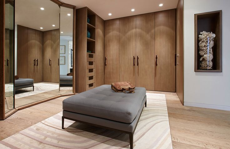 warm mid toned wood | dressing room || Tara Bernerd & Partners