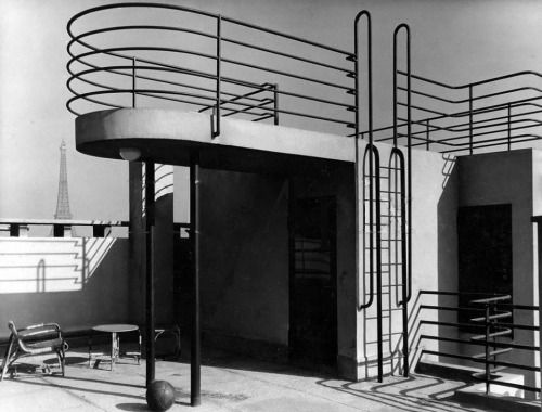 Roof deck with the Eiffel Tower in the background - Paris - 1931 Designed by Jean Ginsberg and Berthold Lubetkin